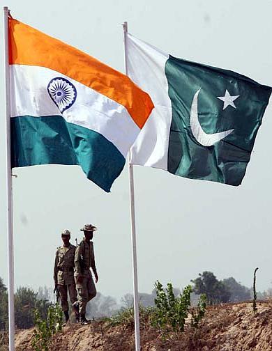 india-pakistan-flags