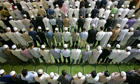 Muslims-praying-shoulder-by-shoulder